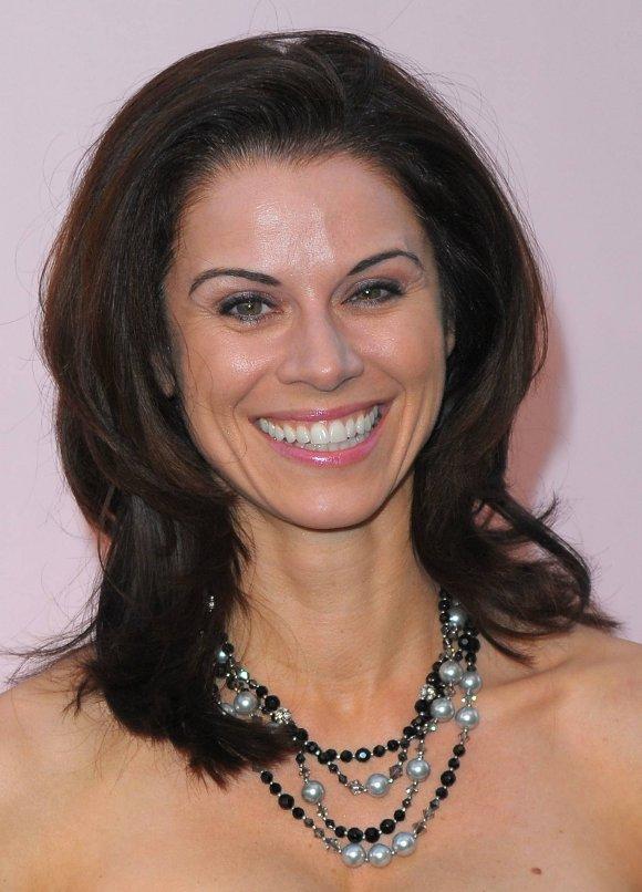 Jennifer Bini Taylor - FAMOUSAS.es